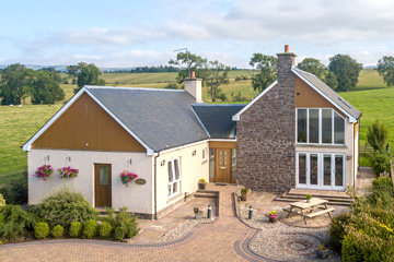 Arnbeg Farmstay is a modern, spacious farmhouse available for holiday rental with ample parking space directly outside